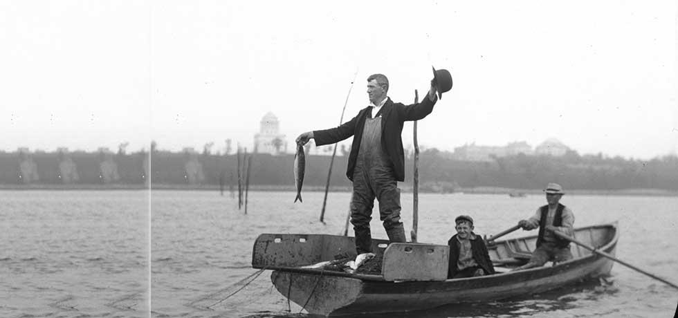 Shad fishing on the Hudson River, c. 1899