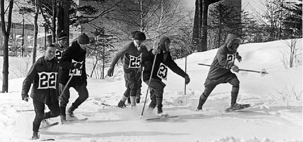 Men snowshoe racing