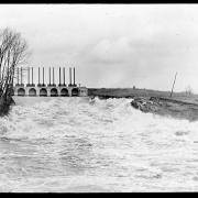 Gates at Crescent Dam on Mohawk River; surplus power for commercial use. Crescent Dam, N.Y.